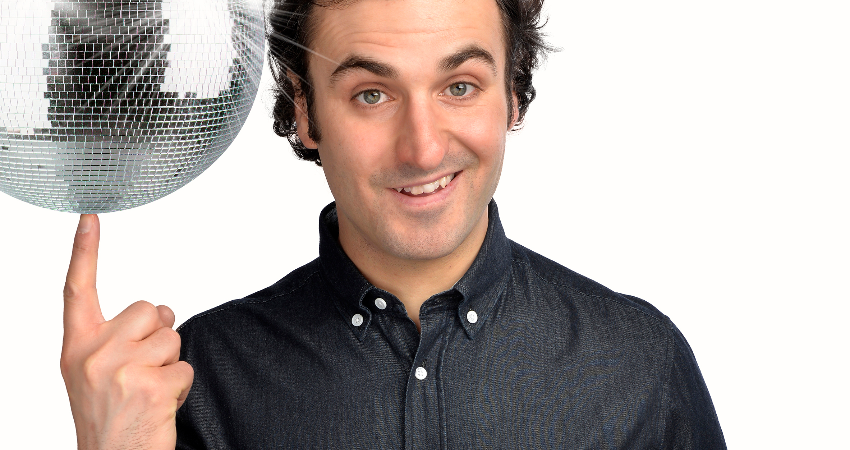 COMEDY AT THE YURT CAFE LIMEHOUSE E14 8DS : PATRICK MONAHAN ( EXTENDED SET) , PLUS SPECIAL GUESTS